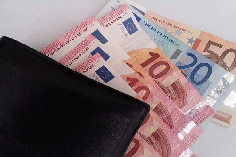 Savvy Money-saving Tips for Holiday Travel